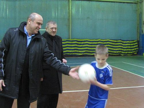 Нові м'ячі кожній спортивній школі