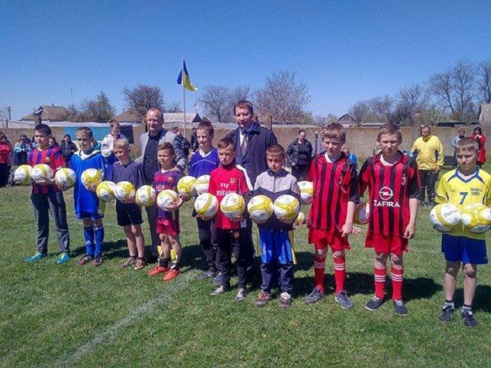 Мячи от губернатора для юных футболистов Олешковщины