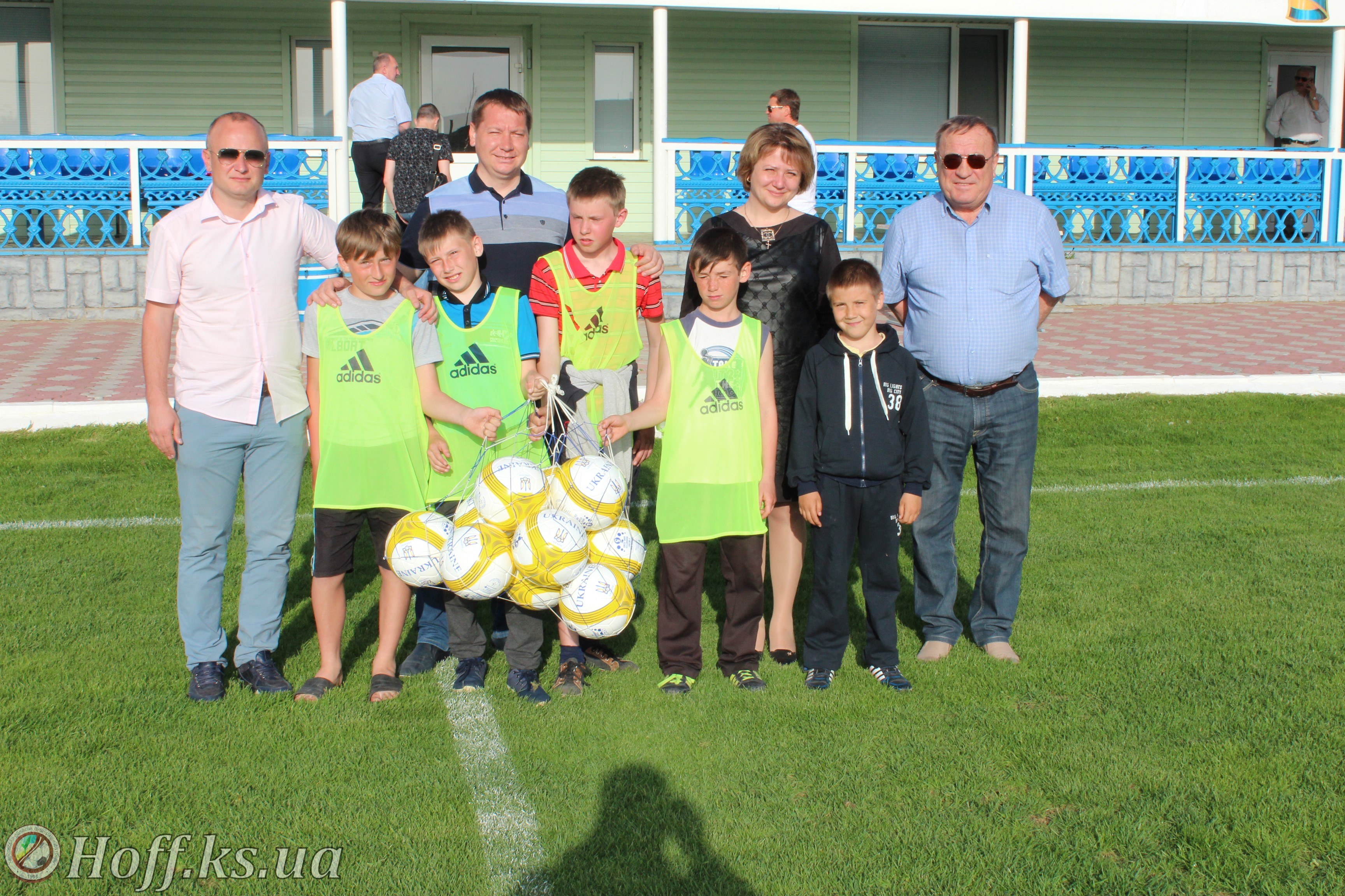 Подарунок Андрія Гордєєва юним горностаївским футболістам