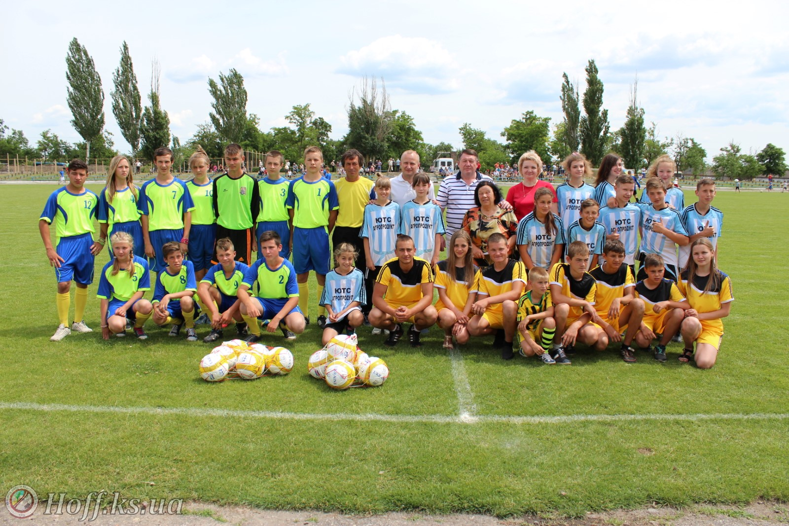 Школи Бериславського району отримали нові м'ячі від Херсонської та Кримської федерації футболу