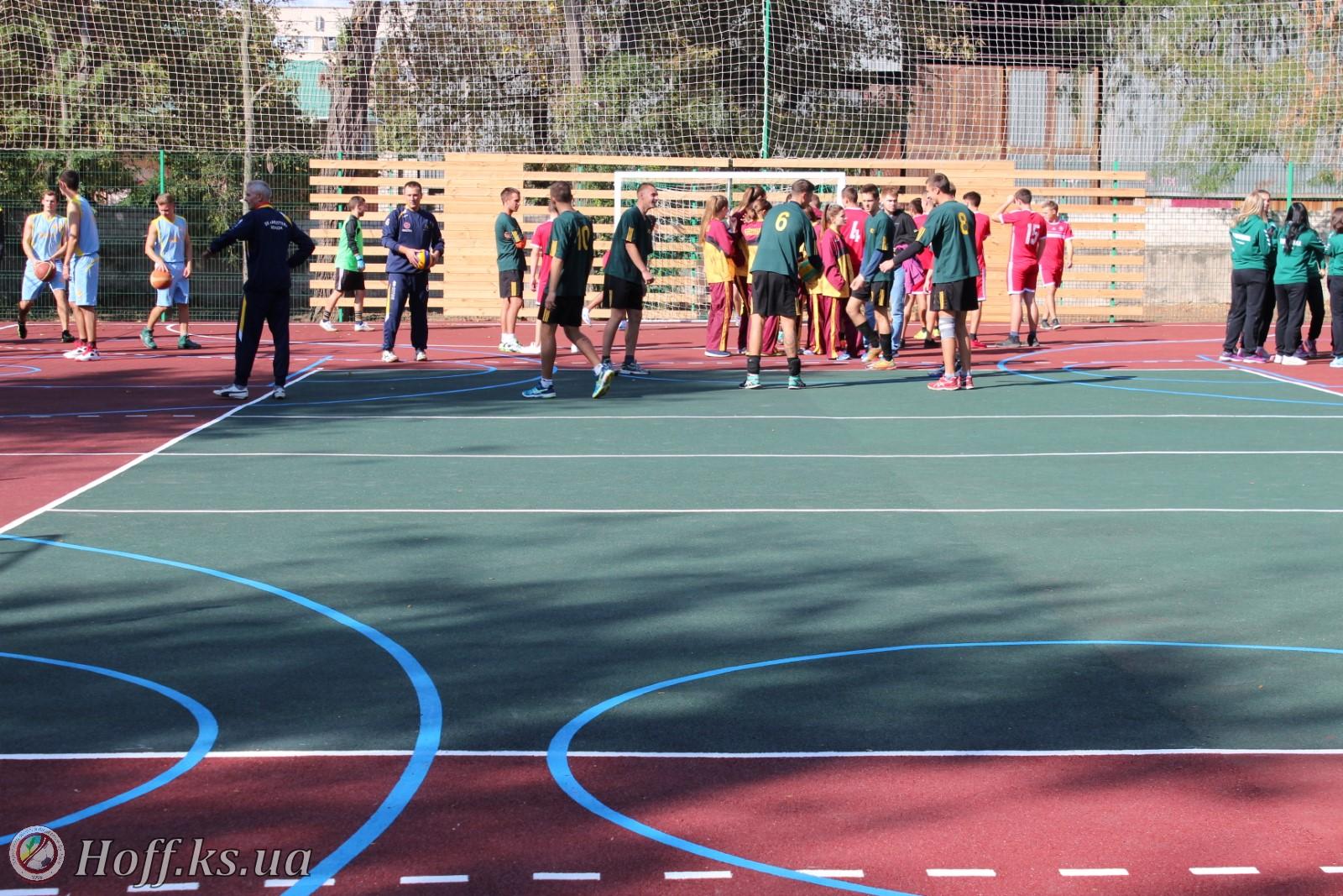 11 жовтня у Херсонському державному університеті відбулося урочисте відкриття нового спортивного майданчика зі штучним покриттям.