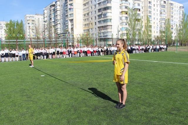 В школе №57 открыли современное футбольное поле