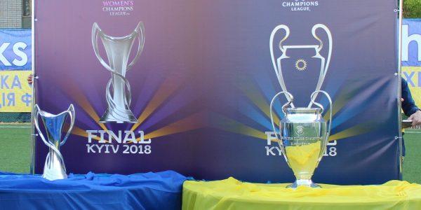 До Херсона привезли Кубки Ліги чемпіонів УЄФА