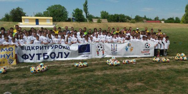 У смт. Нижні Сірогози Херсонської розпочався  фестиваль «Відкриті уроки футболу»