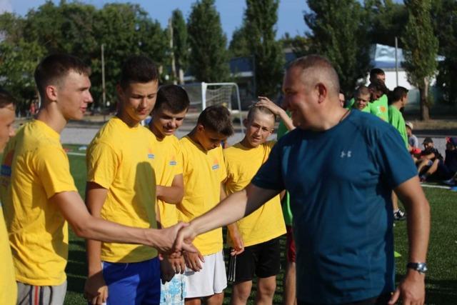 День спорта в «Прибрежный» начали с футбола