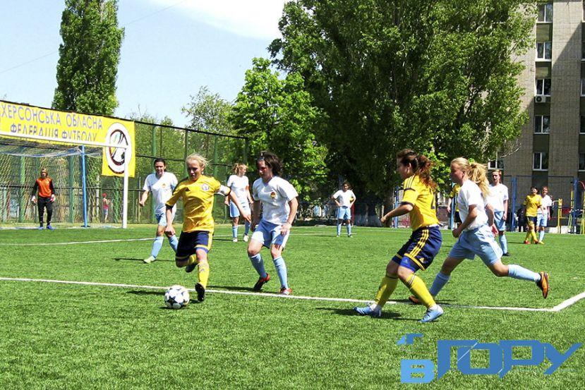 Женская футбольная команда «Восход» начинает с победы