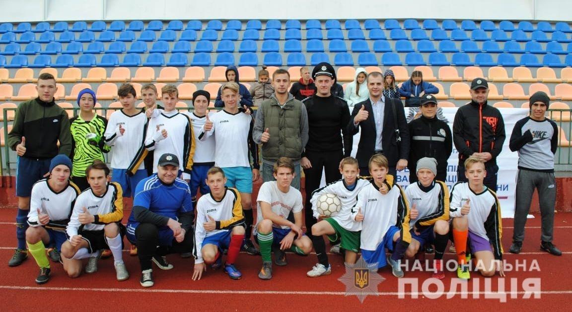 В Херсоне ювенальные полицейские присоединились к Всеукраинскому футбольному флешмобу