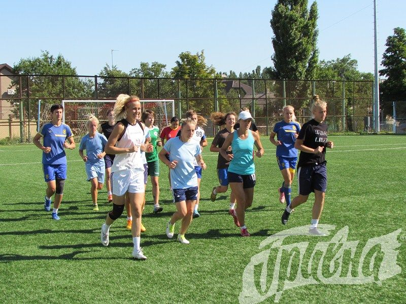 Футболистки Херсонщины готовятся к новому чемпионату Украины (фото)