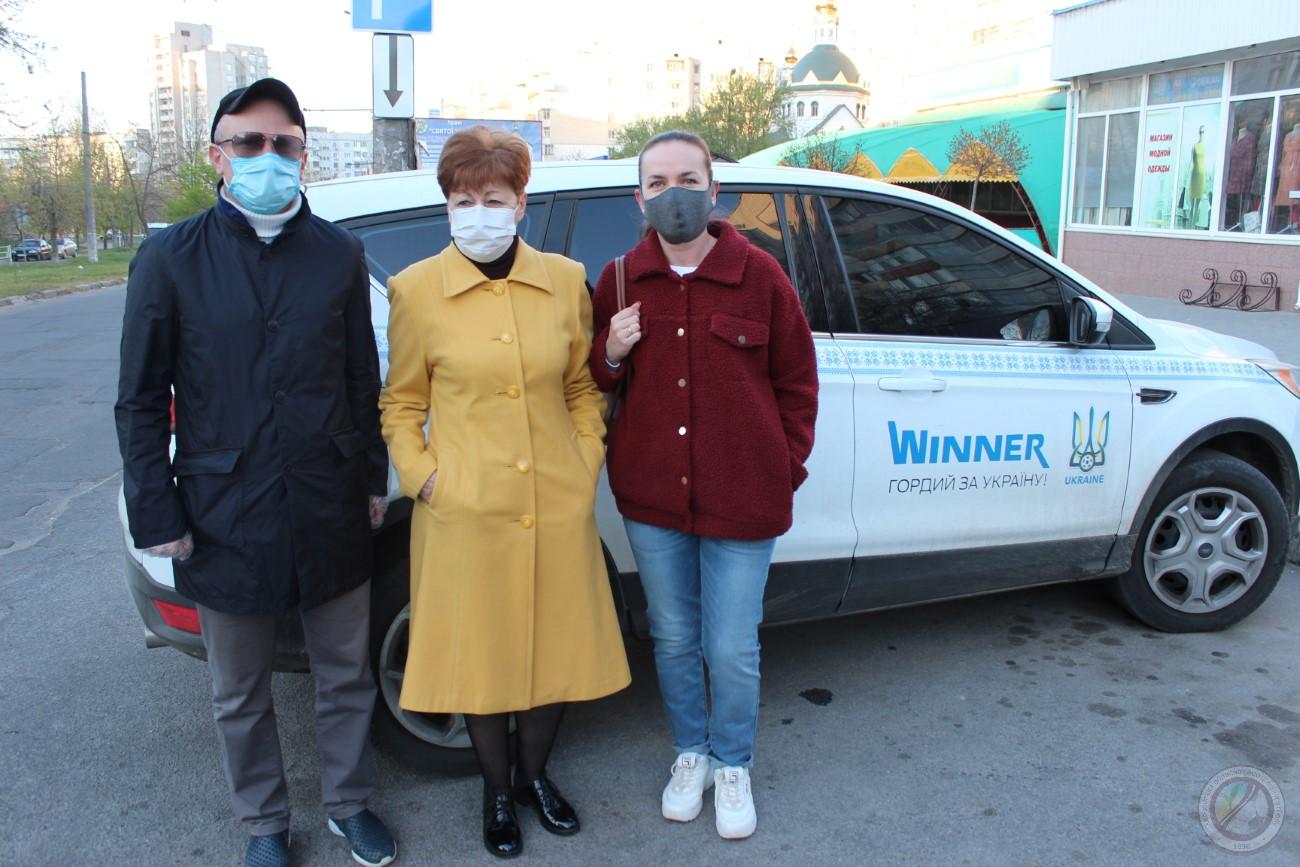 Херсонська обласна асоціація футболу продовжує щоденне перевезення працівників Херсонської обласної інфекційної лікарні