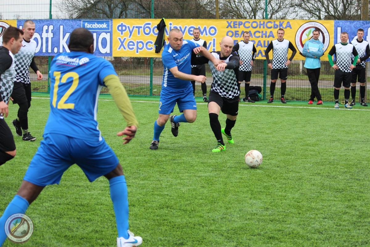 У с. Тополине відбувся перший футбольний турнір на новому майданчику