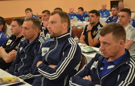 Збори арбітрів: досліджуючи порушення правил та агресивну поведінку гравців