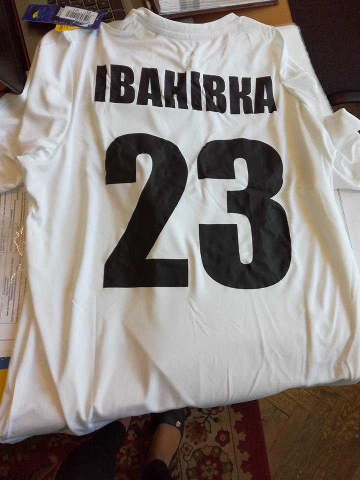 В Іванівку доставлено нову футбольну форму для гравців