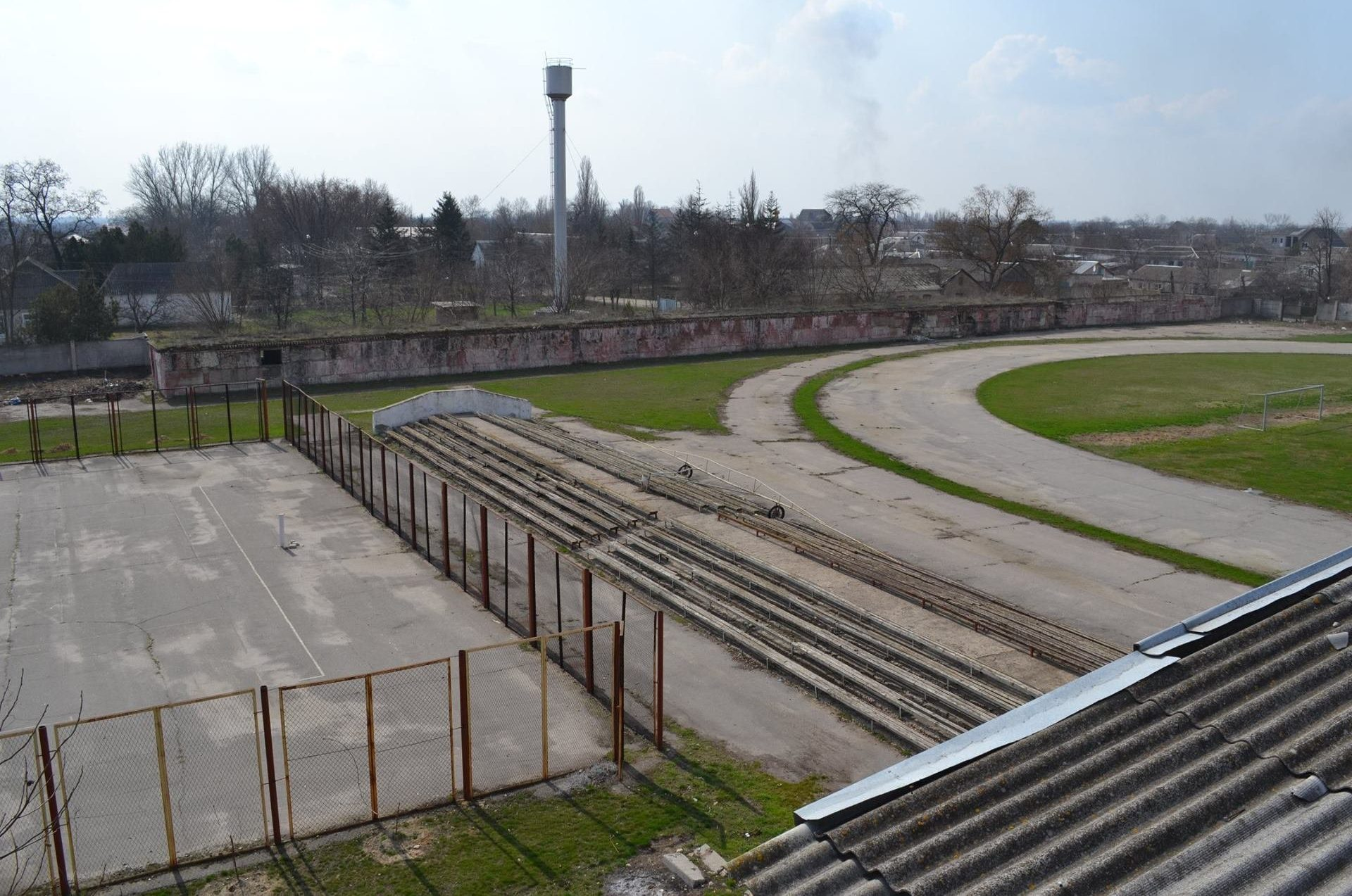 На стадионе «Старт» в Олешках построят искусственное поле, а для натурального — смонтируют систему полива