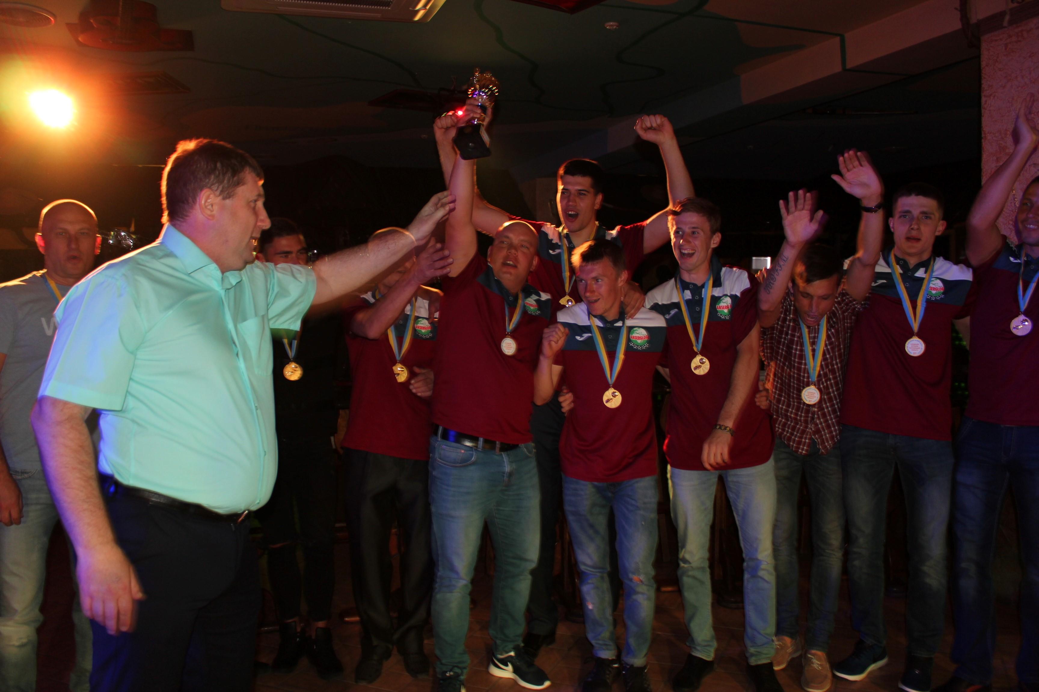 Церемонія нагородження команд призерів Відкритого чемпіонату Херсонської обласної асоціації з футзалу. Фотозвіт.