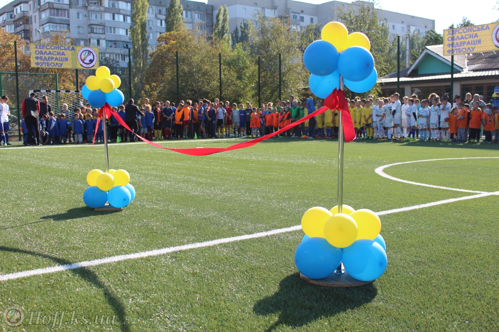 У Херсоні відкрито ще один спортивний майданчик зі штучним покриттям.