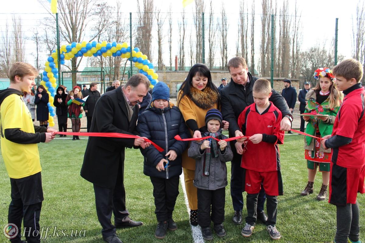 У селищі Текстильників відкрили новий спортивний майданчик!