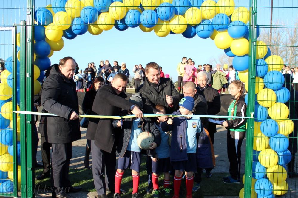 8 грудня 2017 р. відкрито футбольний майданчик у селі Чорнобаївка!