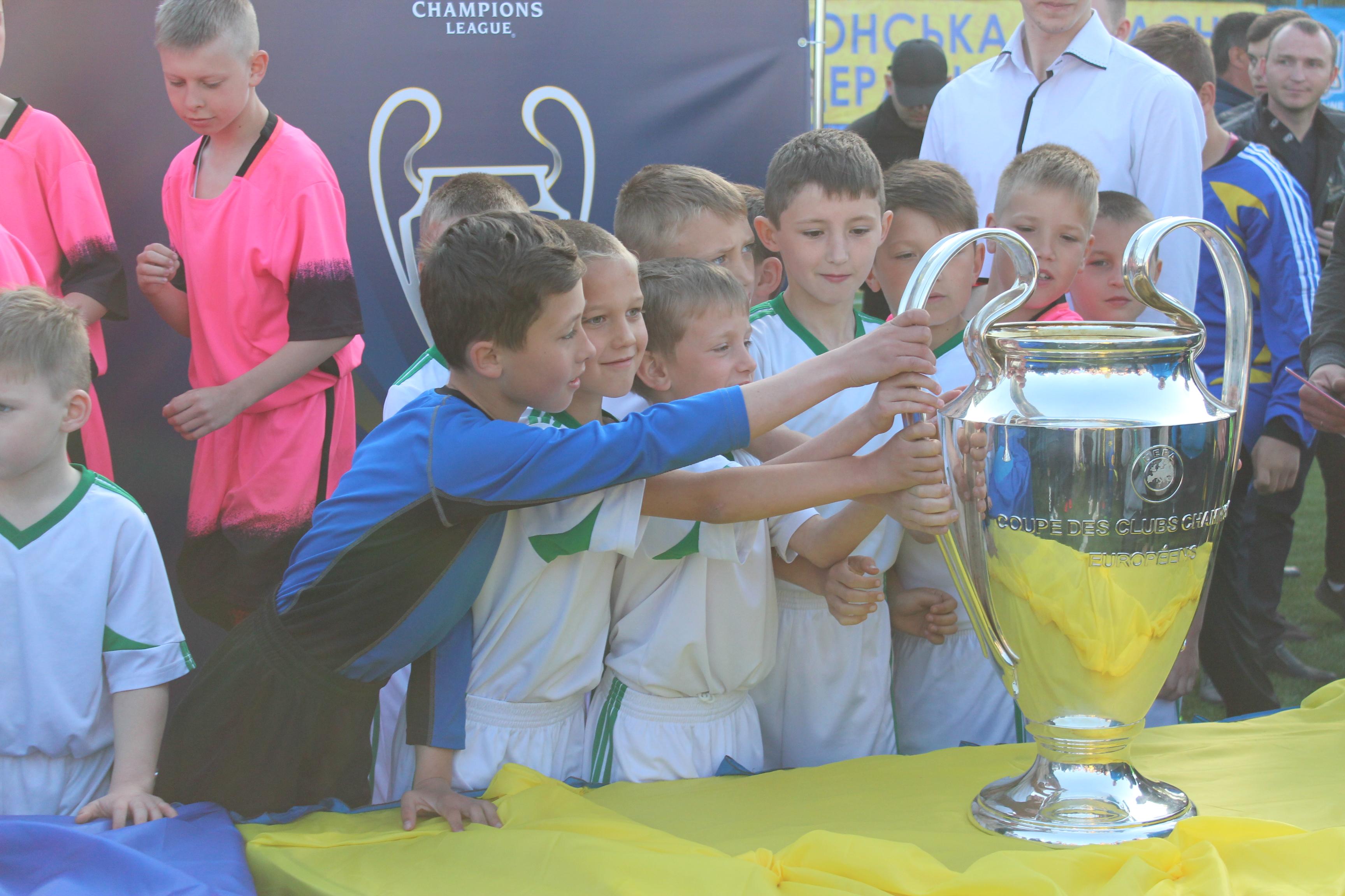 Кубки Ліги чемпіонів прибули до Херсонщини. Відеосюжет та інтерв'ю
