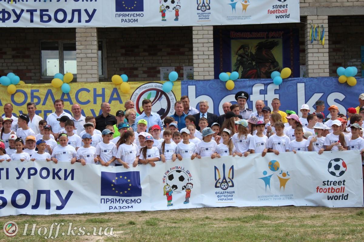 Фестиваль відкриті уроки футболу у смт. Нижні Сірогози. Відео – m i x