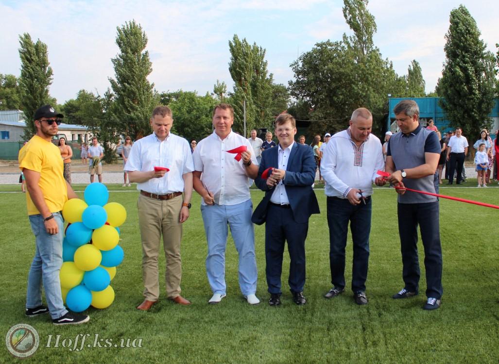 Випуск новин ВТВ+ про відкриття стадіону у селищі Лазурне