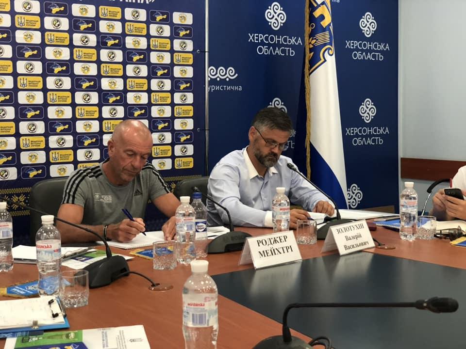 У Херсоні пройшов навчальний семінар для тренерів ДЮСШ з експертом УЄФА Роджером Мейхтрі
