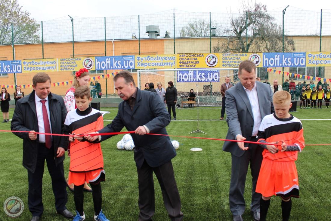 На території ЗОШ № 47 відкрито повнорозмірне футбольне поле зі штучним покриттям