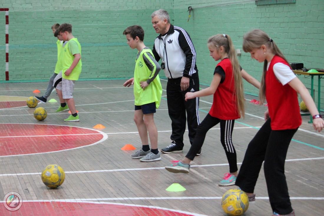 14  травня у ЗОШ №45 м. Херсону проходи уроки фізичної культури з елементами футболу