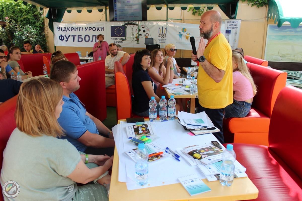 """Волонтери проекту """"Відкриті уроки футболу"""" Херсонської області беруть участь у Всеукраїнському семінарі CSP-команд"""