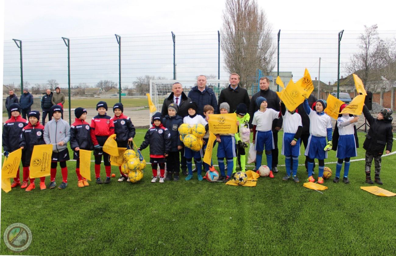 У Генічеську відкрито новий футбольний майданчик