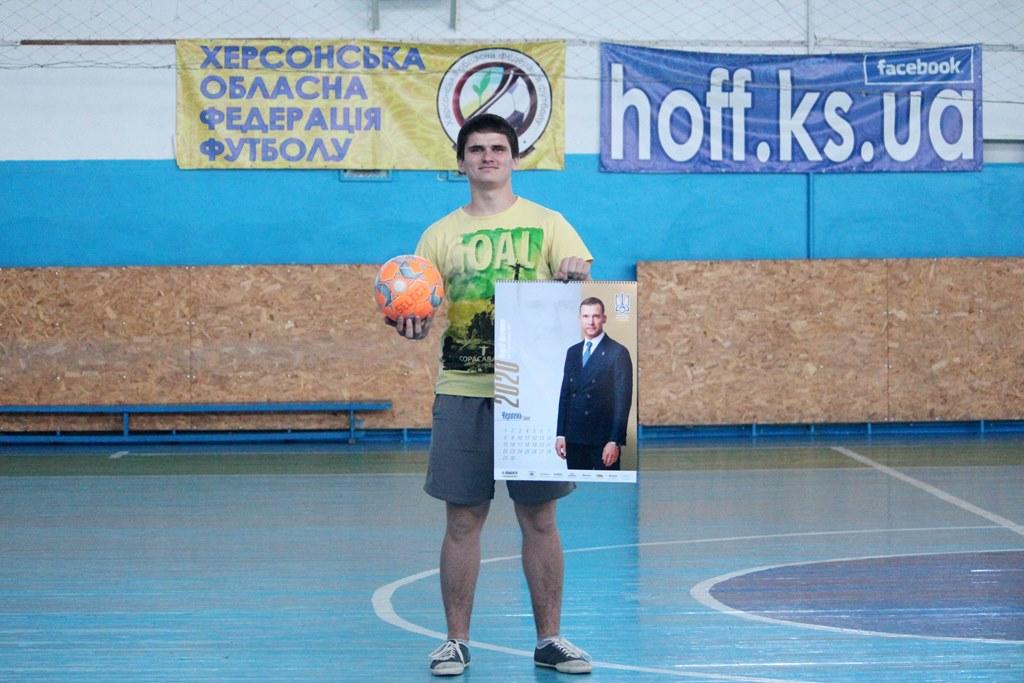 Андрій Вознюк – переможець розіграшу фірмовго календаря з футболістами національної збірної