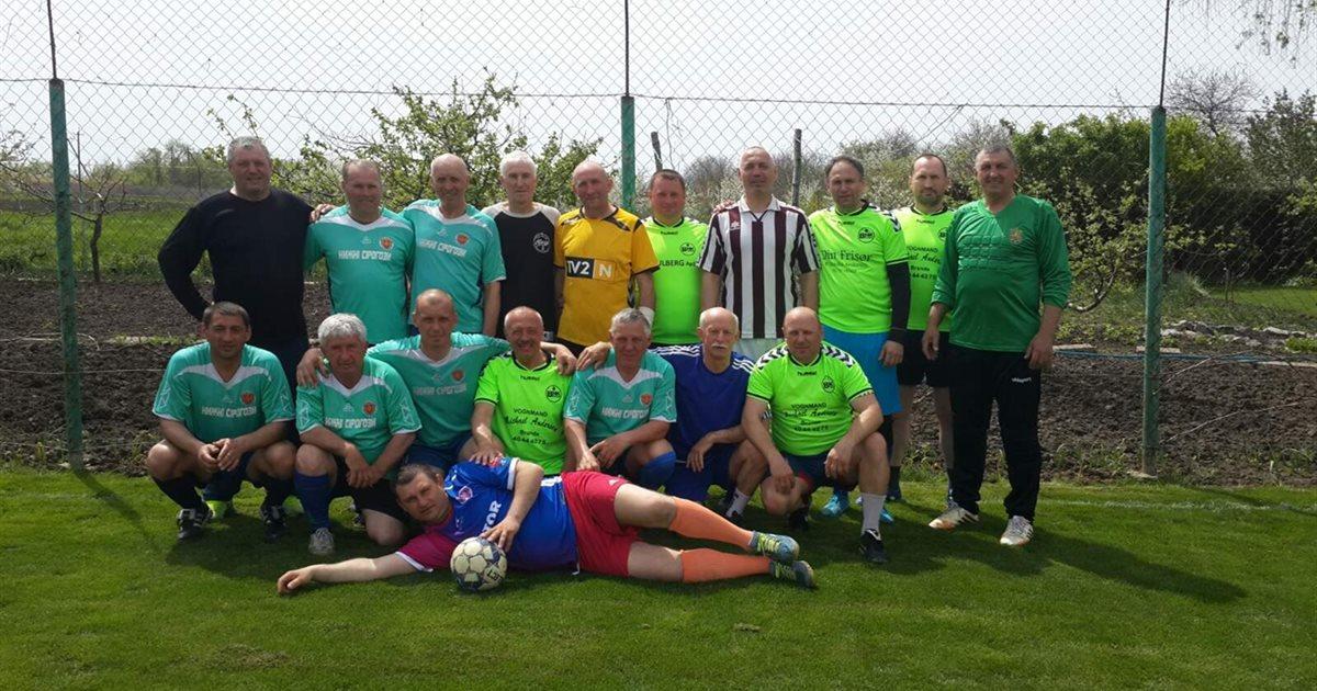 Великодній турнір з міні-футболу: змагалися ветерани Веселівської та Нижньосірогозької громад